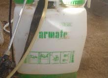 مكينة لرش وبخ الحشرات تستعمل في مزارع