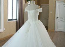 فستان عروس أنيق مع كامل ملحقاته
