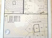 ارض في بوشر المرحلة السادسة   ع شارع قار مرصوف 20 متر  ومن الجنب سكه 7 متر وسط ف