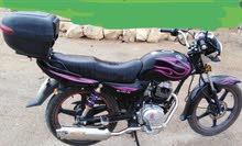 خدمة توصيل طلبات على الدراجة النارية