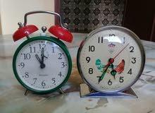 ساعتين ميكانيكية قديمتان عام 1960 أصليتين في حالة جيدة تعملان بشكل جيد