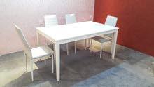 للبيع طاولة طعام نظيفة مع 4 كراسي   للإستفسار :33843481