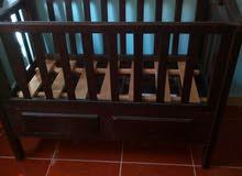 سرير بيبي خشب زان مستعمل بحالة ممتازه