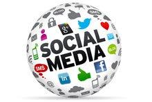 متابعة صفحات التواصل الاجتماعي