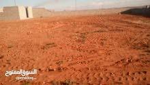 ارض في ماجر طبطبت تعرف بشعاب الشوشان توجد بيها صور وبها دار واقفة علي الصب لبيع