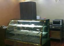 ثلاجة عرض 180سم للمعجنات أو حلويات و جاتو مع صواني ستانلس