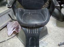 كرسين حلاقه و كرسي مغسله ومرآه كبيره