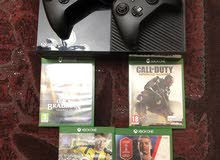 Xbox one  500Gb  2 controllers  4 games