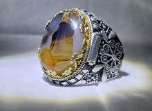 خاتم فضة على عقيق يمني