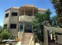 عمارة من ثلاث شقق طابقيه للبيع قرب مطعم قصر اليادوده