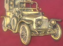 لوحة عليها مجسم سيارت رايز رايز يعود لسنة 1906