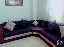 اريكة للبيع بحالة جيدة ليسة مستعمل كثيرا