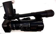 كاميرا فيديو بملحقاتها