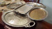 مجموعة صواني قديمة منقوشة للبيع