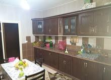شقه للبيع بداعي السفر 5 غرف مع سند اخضر في منطقة الجنوب في لبنان.