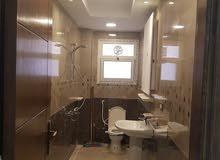 شقة فاخرة وموقع مميز جوار جميع الخدمات المطلوبة وعمارة جديدة