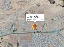 الخوض جنب بيت علي بن ماجد مساحه كبيره 760م2 ثالث قطعه من الشارع