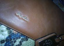 شنط مصنوعه من جلد الثعابين مع محفظه ايضا مصنوعه من جلد الثعبان الطبيعي