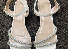 حذاء ابيض للبيع