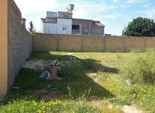 قطعة أرض طريق صلاح الدين حي الزهور بها بئر ماء