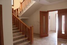 ثلاث منازل تشطيب حديث للبيع
