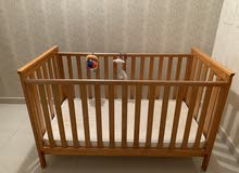 سرير خشب للأطفال مع المرتبة