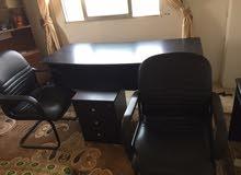 مكتب كبير بحالة الوكالة مع كراسي للبيع