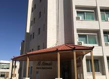 فندق و عمارة مجاورة للبيع سوياً (تصلحان مكاتب).