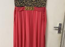 فستان بحالة جيدة للبيع