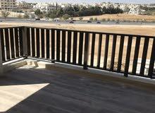شقة ط اول  في اجمل موقع قرية النخيل للبيع