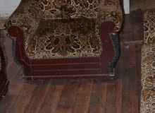 طقم كنب سبع مقاعد خشب سويد وزان بحاله ممتازة للبيع بسعر مغري 50 دينار