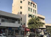 مكاتب تجارية للإيجار بسعر مغري بجبل الحسين على الشارع الرئيسي و بتسهيلات الدفع بالتقسيط