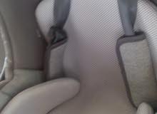 مقعد اطفال فالسيارة