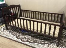 سرير أطفال للبيع