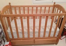 سرير طفل مع جراية بحالة جيدة جدا