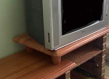 تلفزيون  مع الطاوله