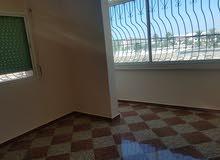 شقة73 متر   في موقع ممتاز. ثلاث واجهات .تتوفر على سطح خاص بها