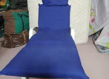 للبيع كرسي استرخا فيه مرتبه يستخدم للبحر والمسبح والحديقه