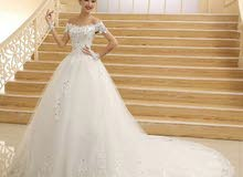 فستان زفاف مع الحذاء والطرحة