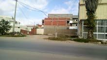 أرض مسجلة للبناء تجاري و سكني على الطريق الرئيسي