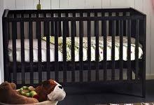 سرير أطفال للبيع نظيف لم يستخدم كثيرا
