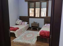 شقة مفروشةفي شارع الضل تشطيب جديد وممتاز بي الموالد سعر4000د