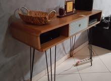 طاولة لحمل تلفاز مع قابطاات