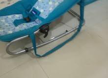 كرسي اطفال بحالة ممتازة شبه جديد