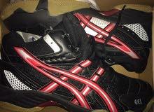 حذاء من شركة asics للبيع