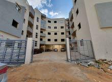 شقة نصف تشطيب للبيع . 170 متر
