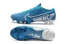 دفعة جديدة من احذية كرة القدم