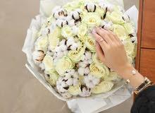السلام عليكم ورحمة الله وبركاته  مصمم ومنسق زهور طبيعية و صناعية بشكل مختلف