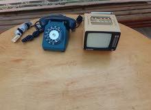جهاز تلفاز و هاتف أرضي من الثمانينات