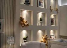 لتزيين جدار المنزل ، نصنع أنواعًا مختلفة من التصميمات ، أحدها هو تصميم جدار الجب